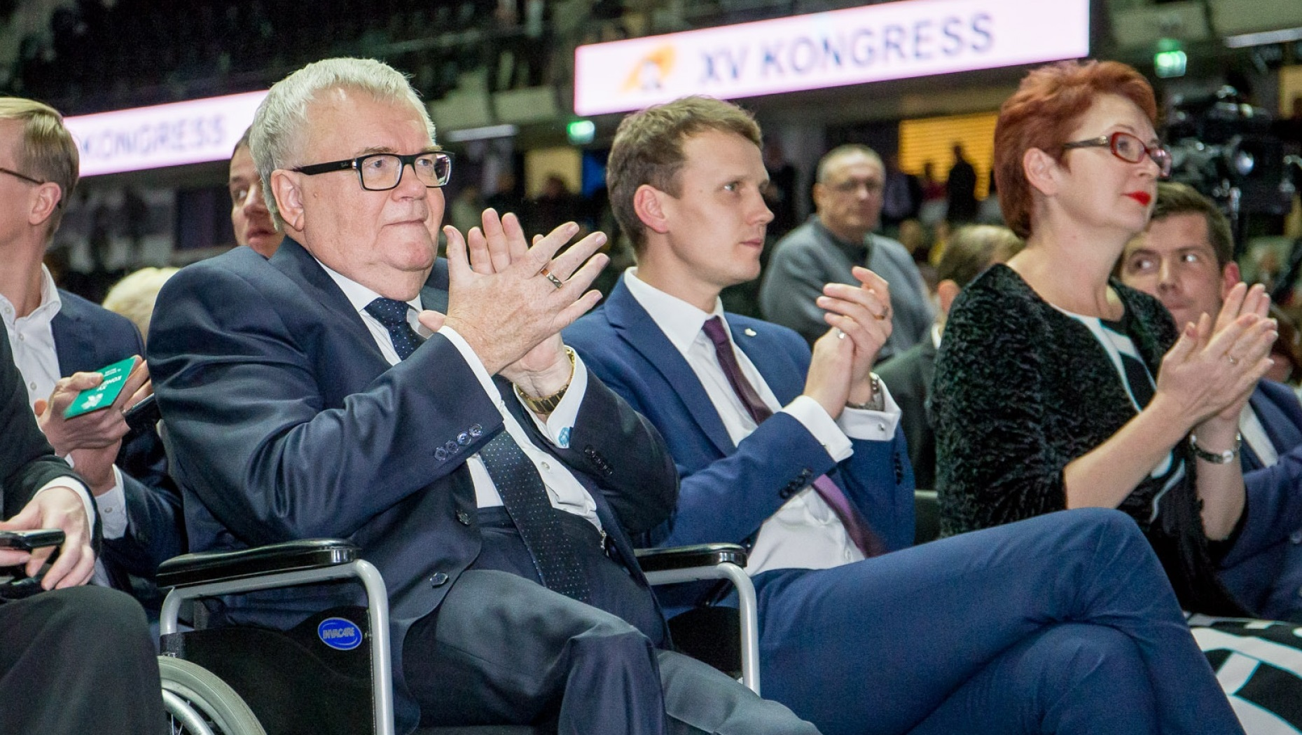 Center party to pay ex leader 39 s salary without holding money paid to tallinn news err - Facily pay oney ...