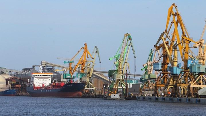 Вид на Клайпедский морской торговый порт - самый северный незамерзающий пор
